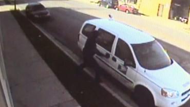 Угон почтовой машины зафиксировала видеокамера