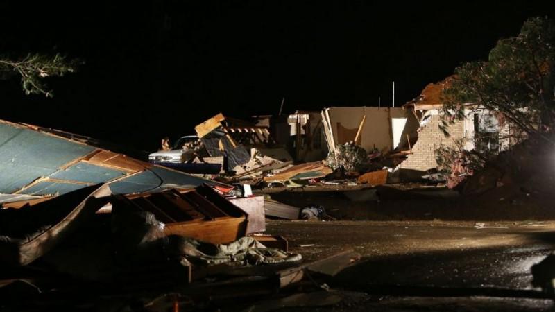 Десятки домов разрушены после торнадо в Алабама