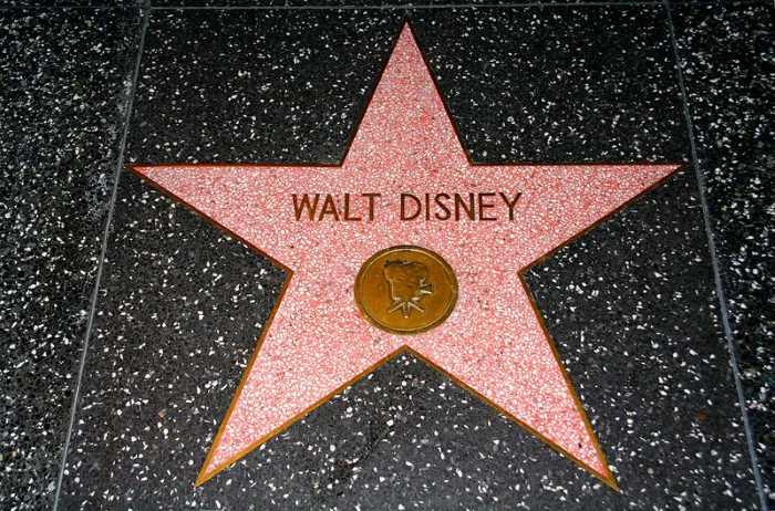 Zvezda Walt Disneys - Голливудская «Аллея славы»