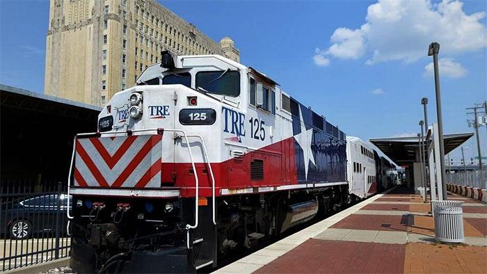 Poezd Trinity Railway Express - Даллас - самый грустный город США