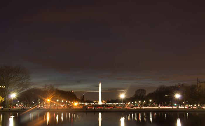 Monument Vashingtona dlya turistov - Мемориал Вашингтона в США: память о первом президенте Америки