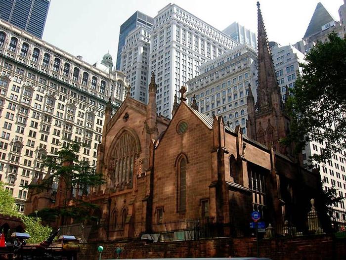 TSerkov Svyatoj Troitsy - Уолл-стрит: главная финансовая улицы Нью-Йорка