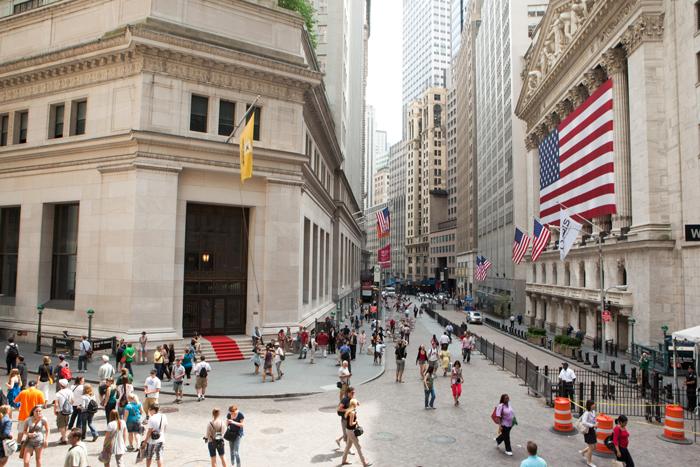 Uoll strit - Уолл-стрит: главная финансовая улицы Нью-Йорка