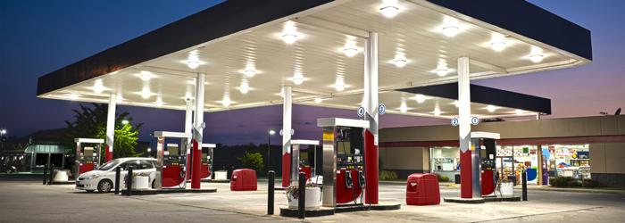 Benzin i avtozapravki - Правила дорожного движения в США: привычное и необычное